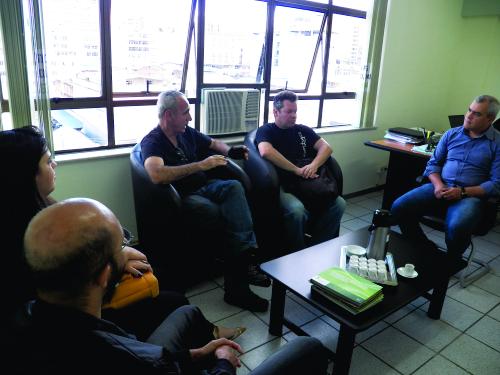 Comissão de professores reunidos com o Reitor do IF Sudeste MG